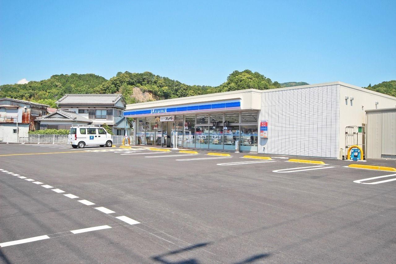 最寄りのコンビニはローソン具同店になります。車で3分の距離です。