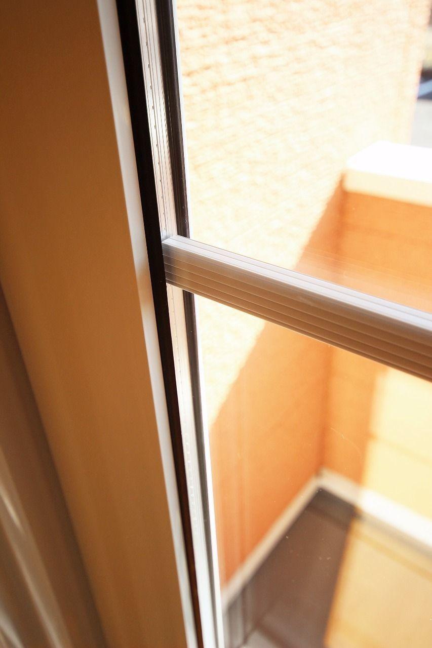 窓ガラスは断熱性能の高いペアガラスを採用。冷暖房の効率がよく、電気代の削減に役に立ちます。