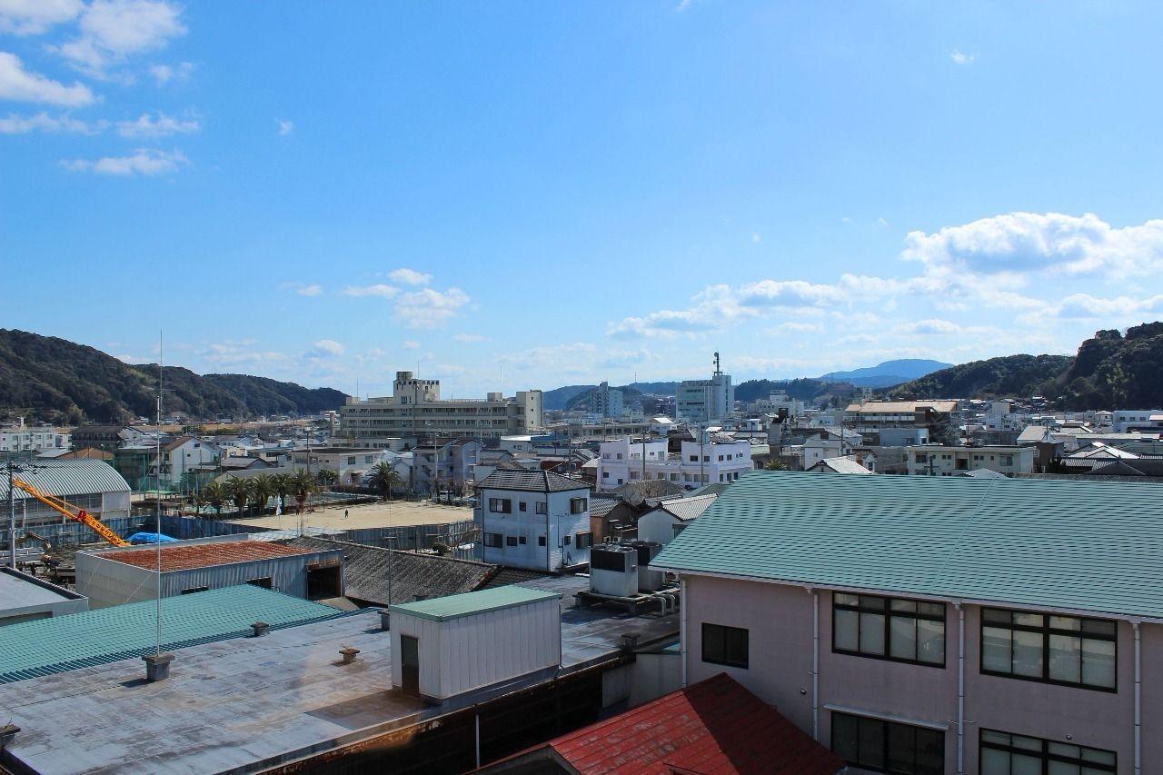 旧町内の街並みを見渡すことができます。洗濯物を干すという日常の動作も楽しくなりそうです。