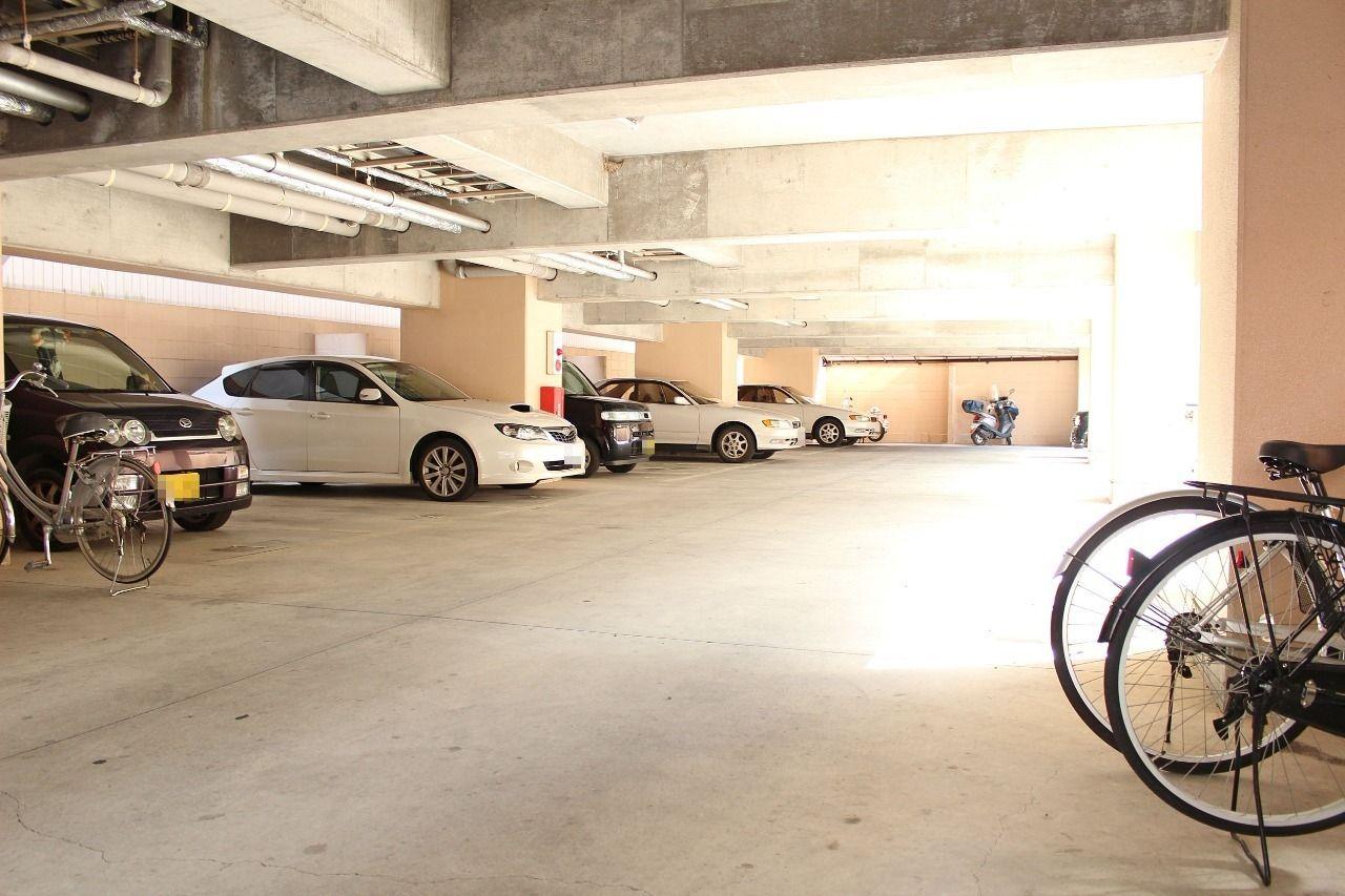 屋根があることで雨からも、夏の暑い日差しからも大切なお車を守ってくれます。※空きが無い場合は近隣の青空駐車場になります。
