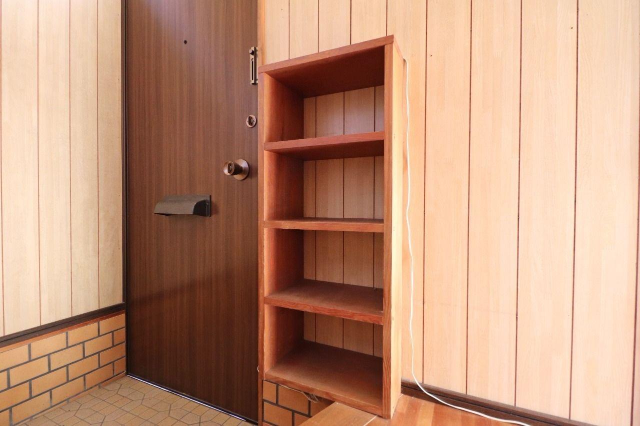 玄関にはシューズボックスがあります。玄関スペースを狭くせず絶妙な位置に設置してくれています(笑)棚の上に鍵置き場を作るのもいいかもですね。