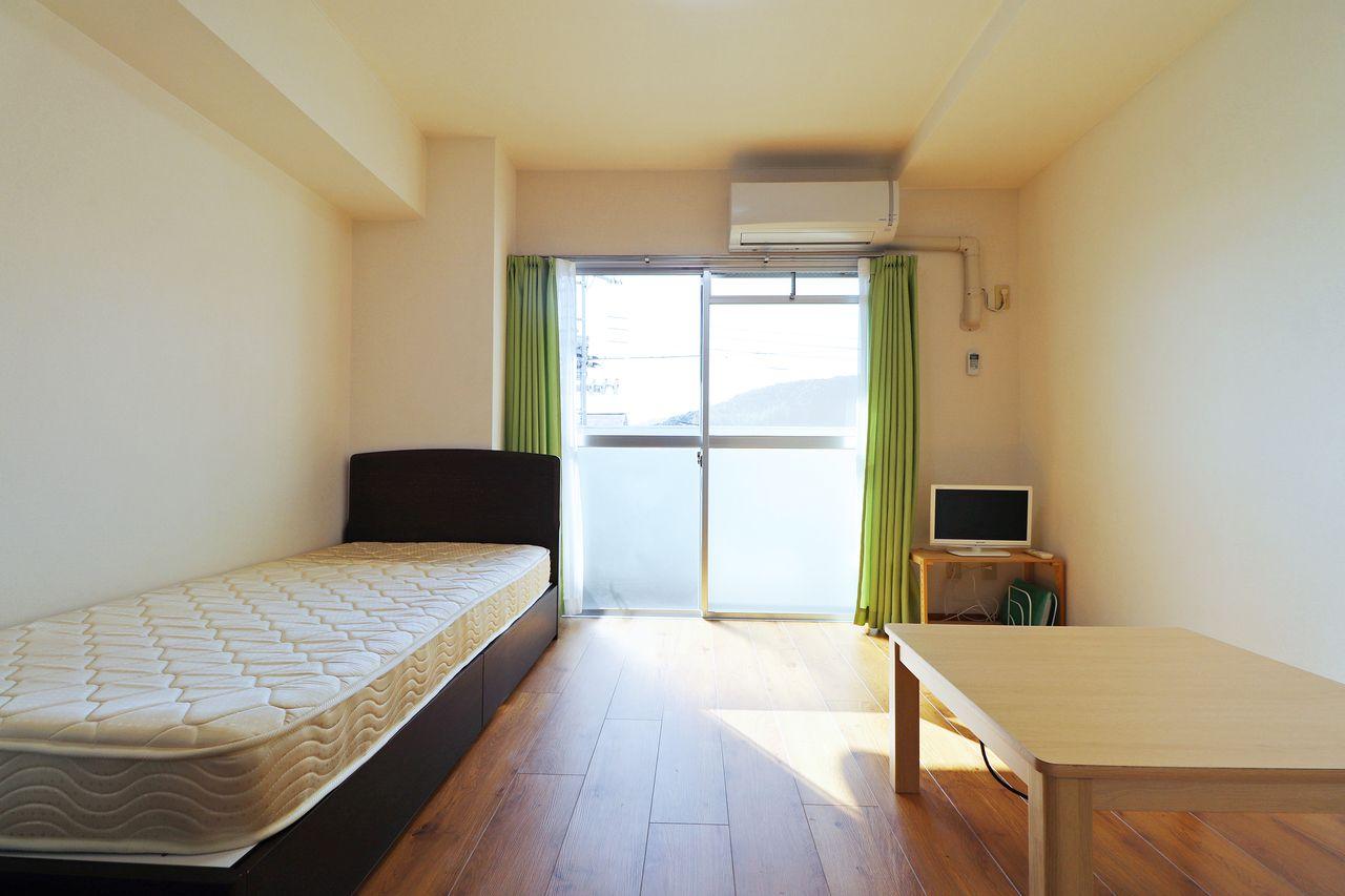 賃料8,000円UPで入居した日から、TVがあって、ベッドもあって、不便なく暮らすことができる家具家電付きのお部屋に出来ます。