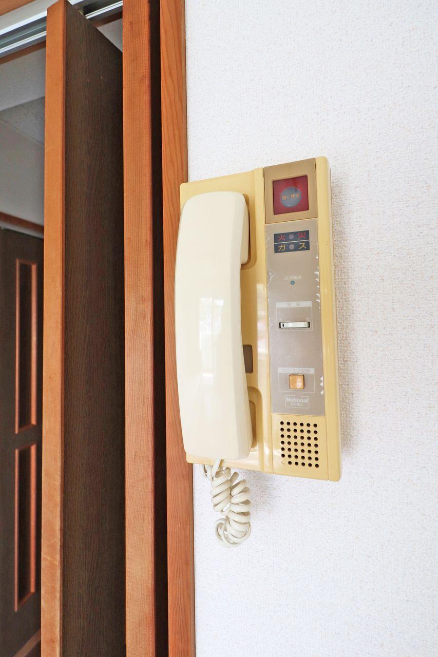 一人暮らしはどれだけ省エネで暮らせるかが重要です。インターホンがあれば玄関まで来客の確認に行くエネルギーも省エネできます。笑