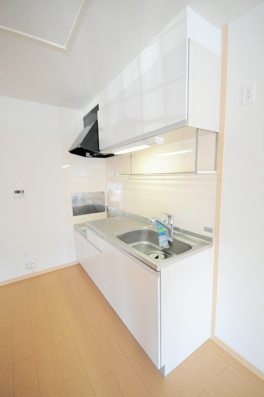 伸び~るシャワー水栓。広々キッチンでお料理も楽に出来ちゃいます♪