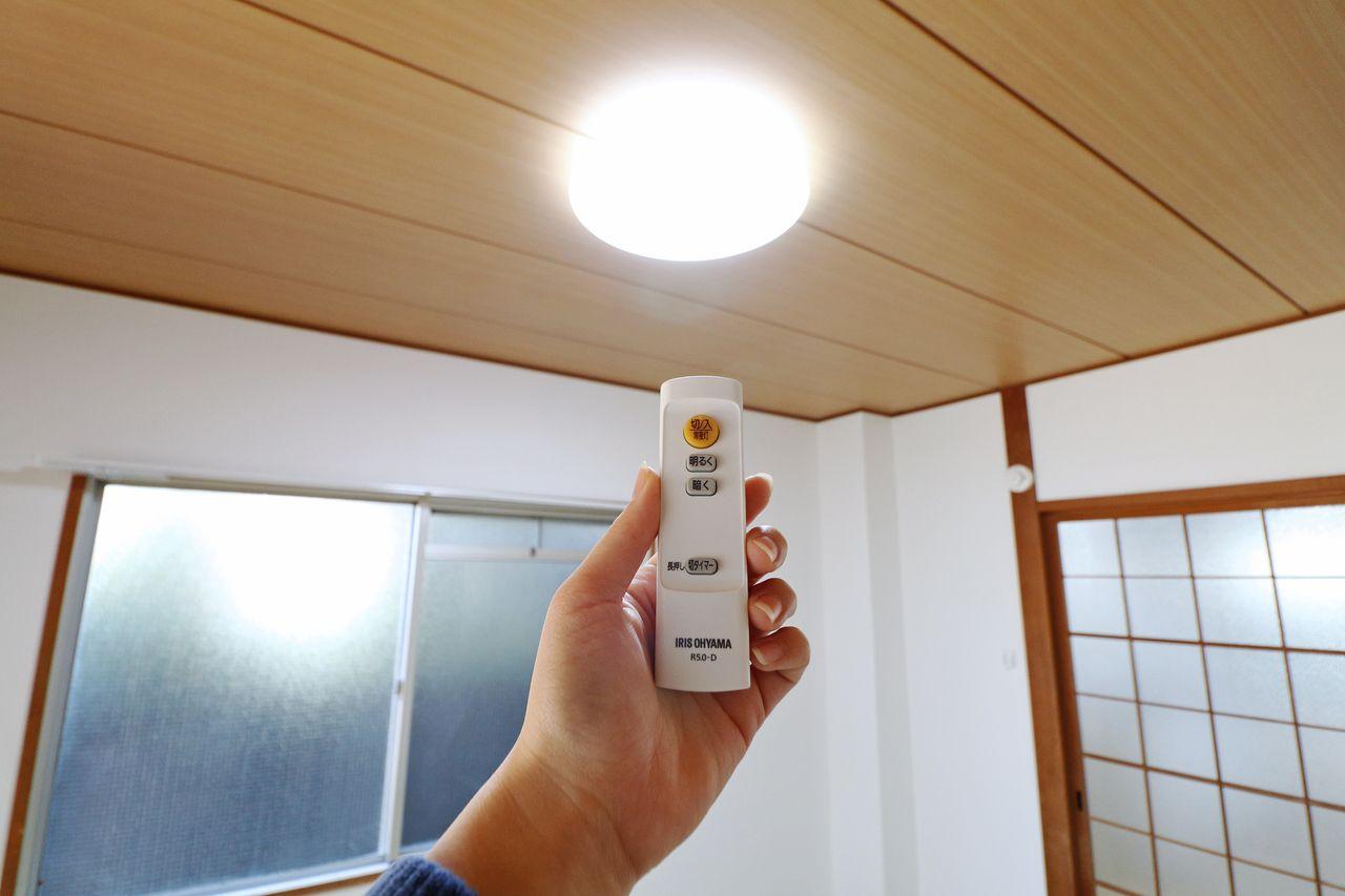 DK・洋室・和室の照明をLEDに交換。電気代だけじゃなく、蛍光灯交換の煩わしさが無くなる優れものです。