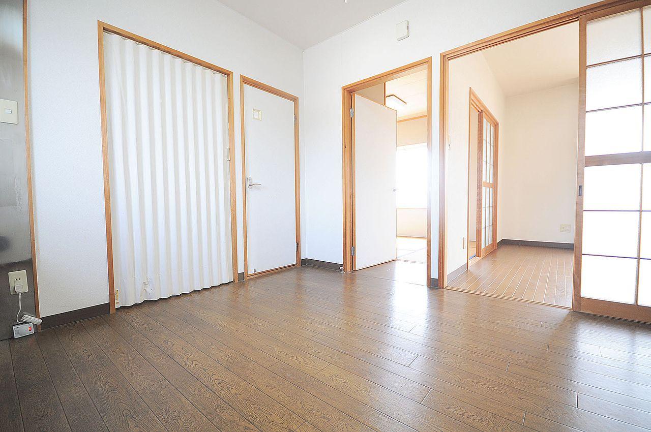 ぎゅっと必要な物が詰まった間取り。和室にいても、洋室にいても、DKにいても。何処へでもいけることが出来ます。