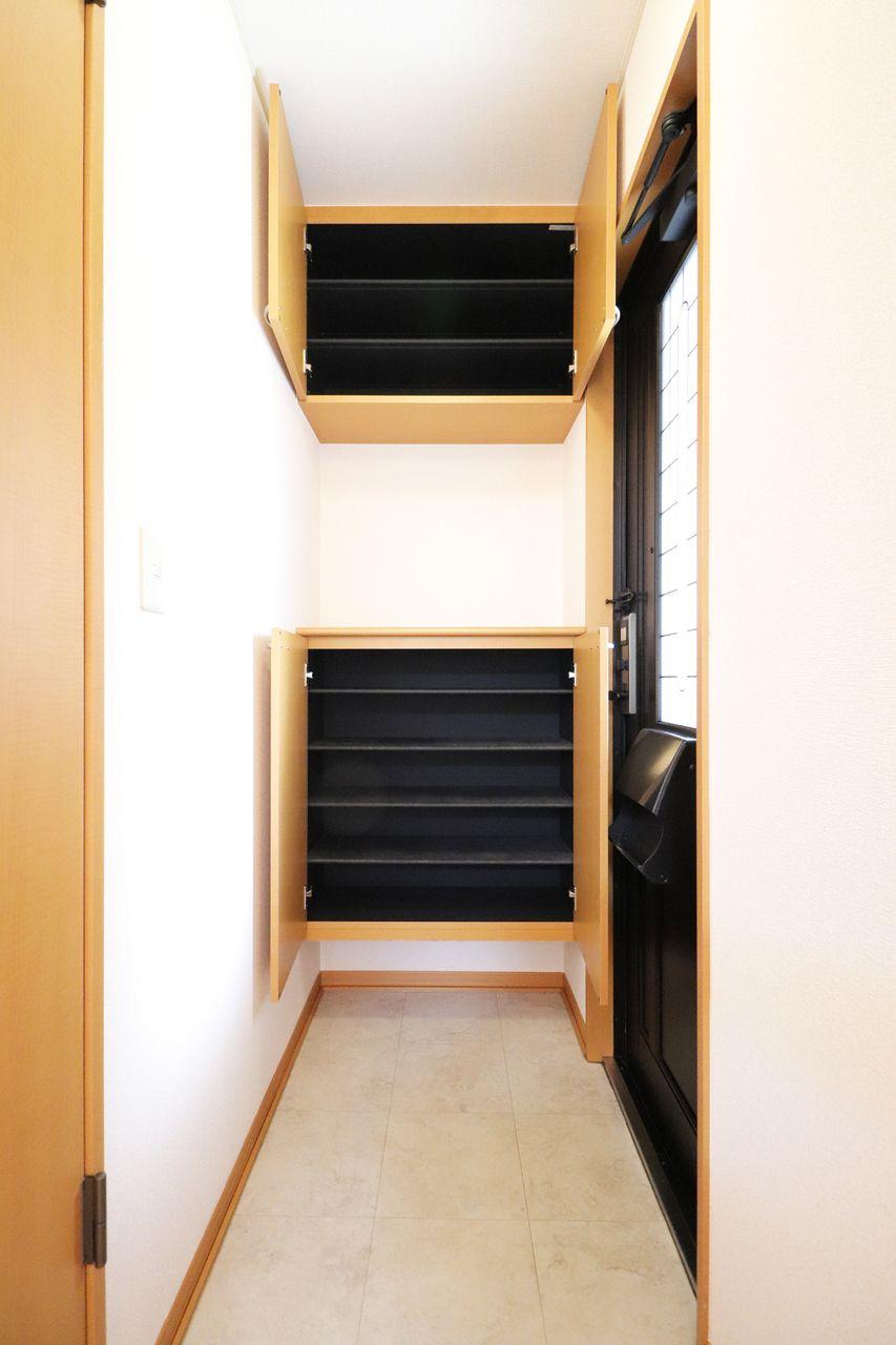 容量大きく、中敷の調整も可能なのでブーツなどの長物も収納可能です。