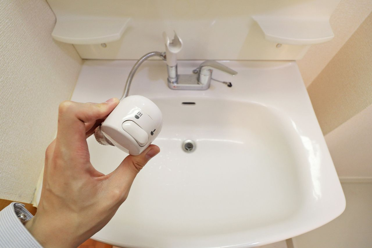 使い勝手のいいシャワー洗面台。ボウルの掃除もラクラク、寝癖直しも簡単です。