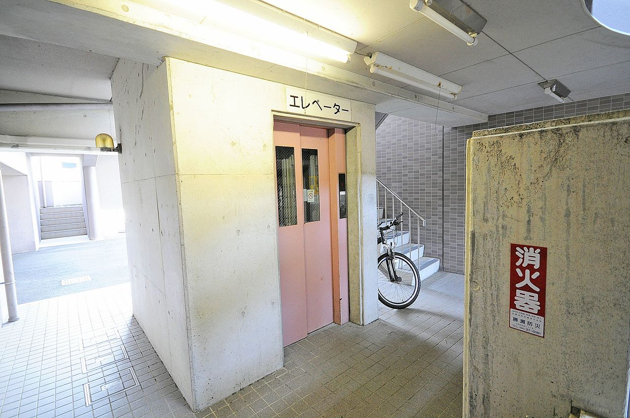 エレベーター付き物件です。4階まではさすがにきついわー・・なんて方でも心配ありません(ドヤ