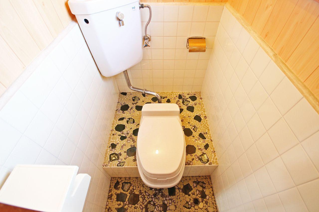 以前は、和式だったトイレも腰を掛けられるようになりました。洋室は長時間座り続けるのがお尻によくないそうですので気をつけてください。
