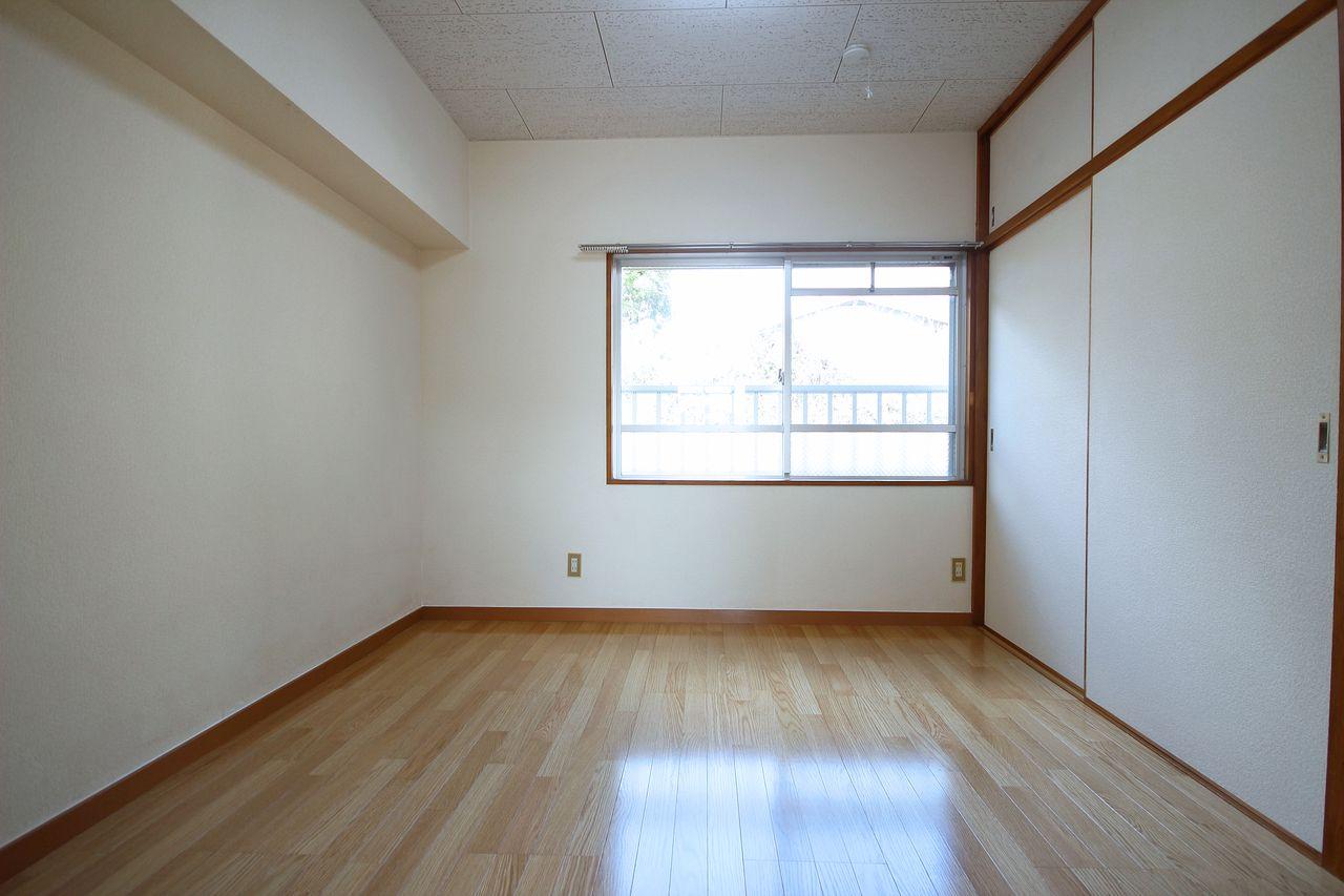 北側にある洋室4.5畳