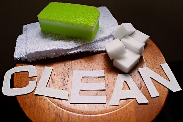 乾いたタオルで拭き掃除