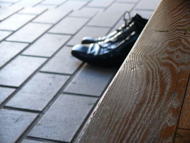 靴はすぐに片付けず一旦玄関で乾かす