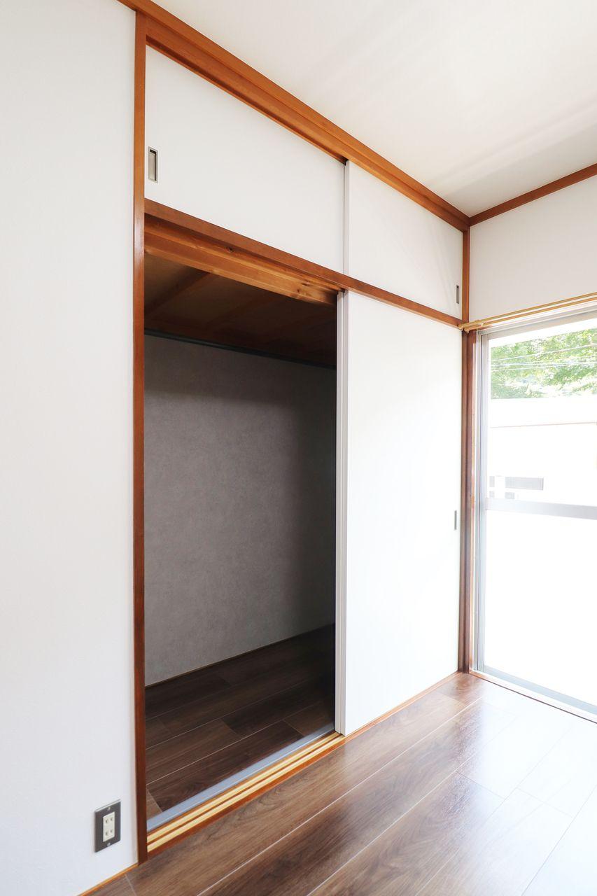 コーポ四万十2号館102号室の南西側洋室のクローゼットの画像です