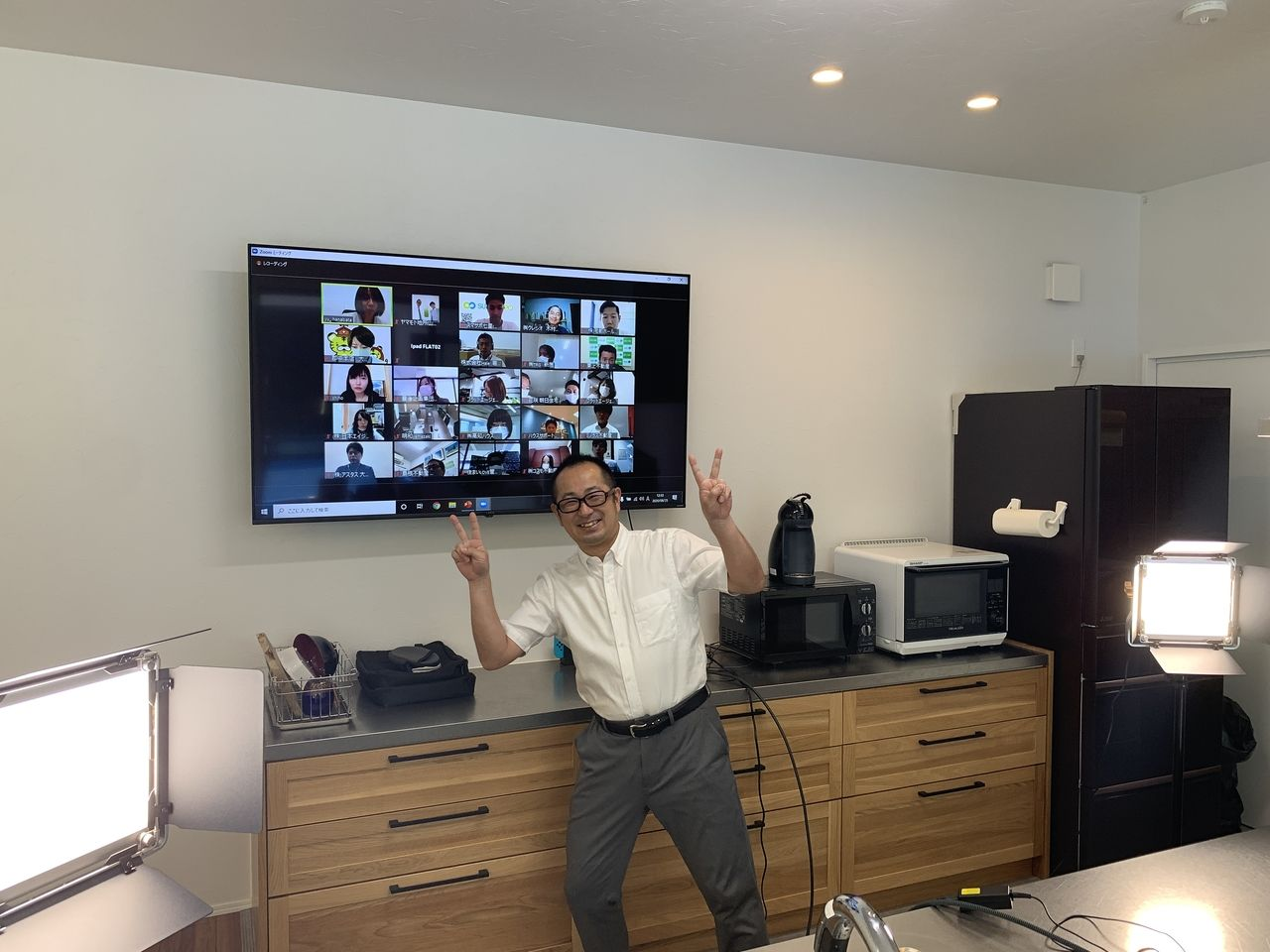 Zoomオンラインセミナーをテレビに映した様子