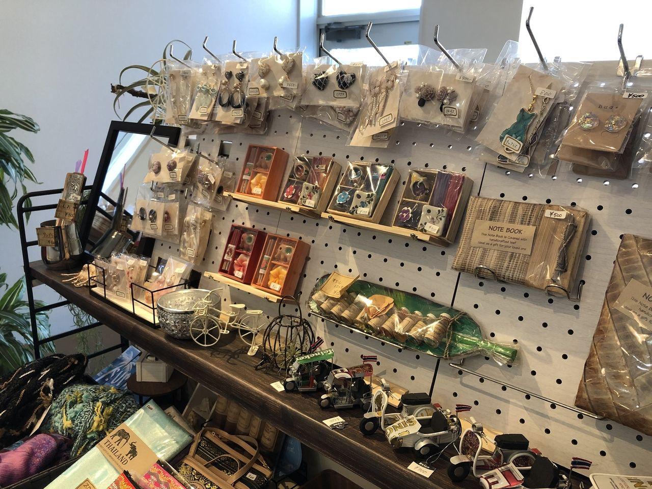 アクセサリーや雑貨のコーナー(四万十市中村桜町のサクラビレ)