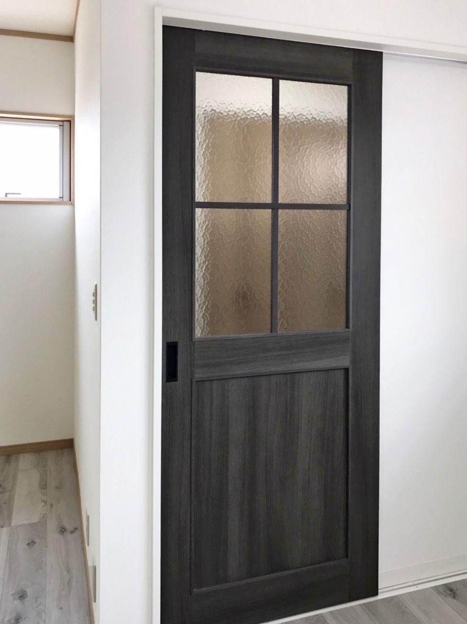 玄関とリビングを繋ぐドア