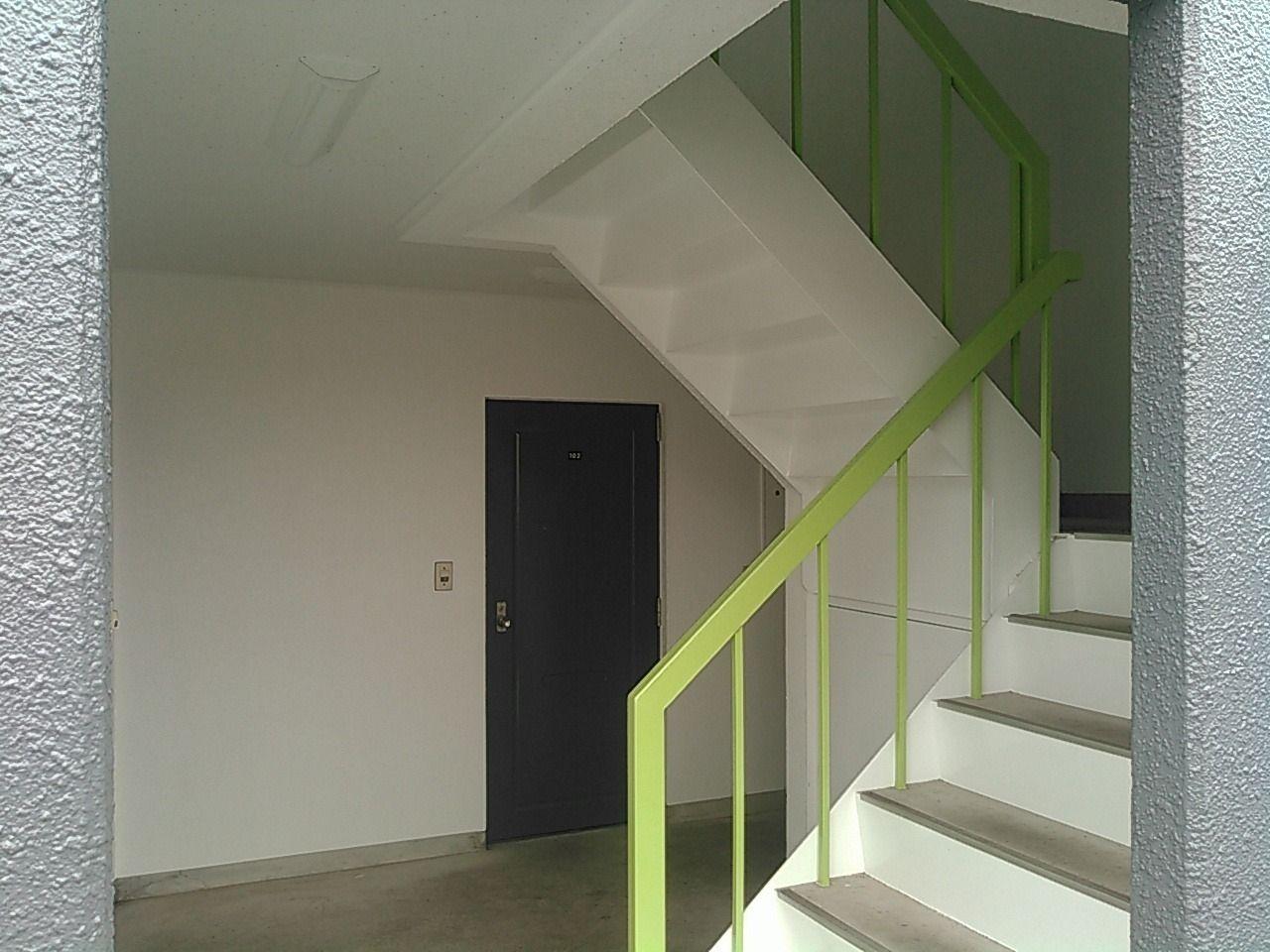 共用部分の壁、階段も塗り替えて、共用灯もLEDに!