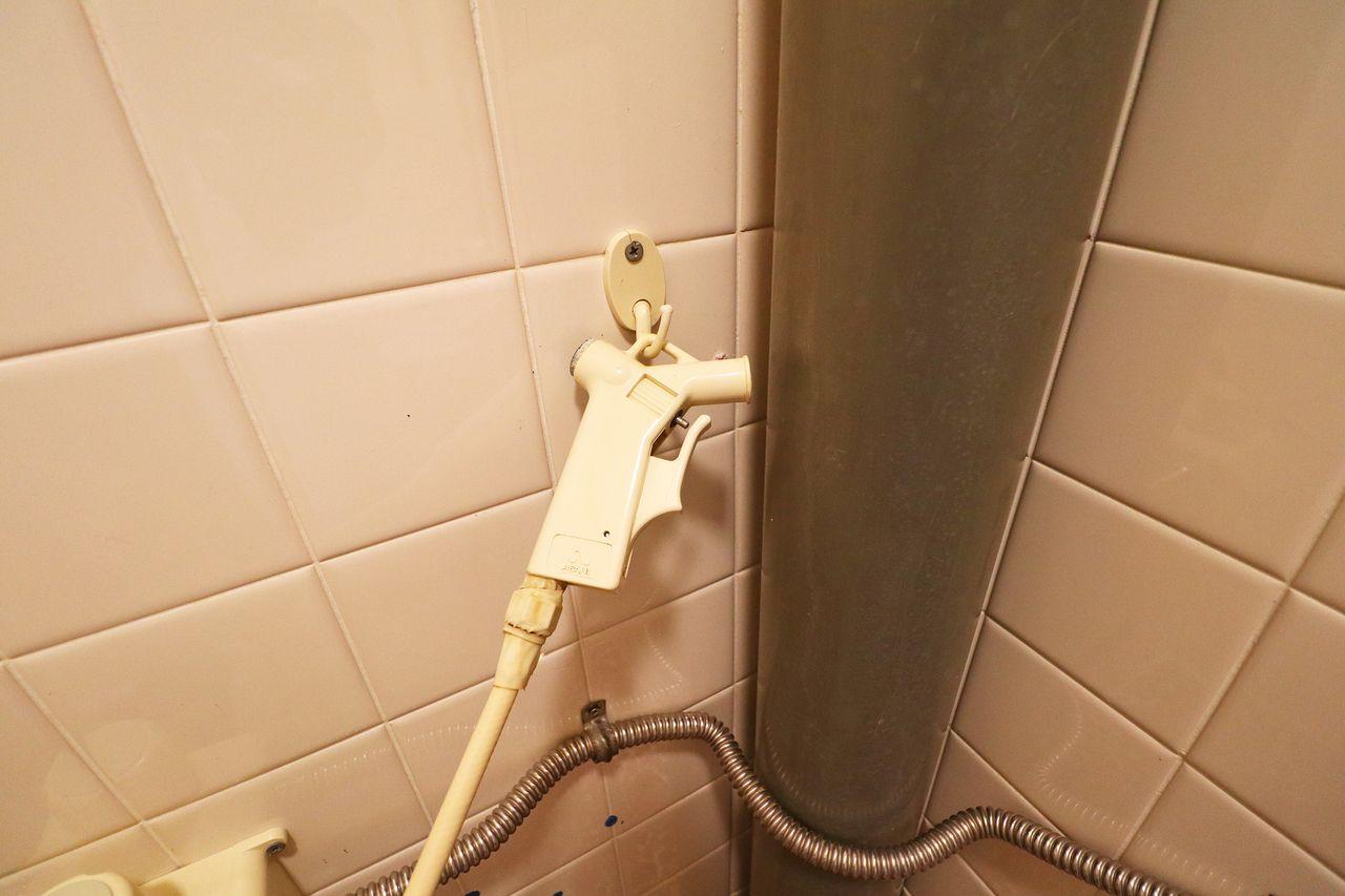 簡易水洗トイレには大概付いているコレ。