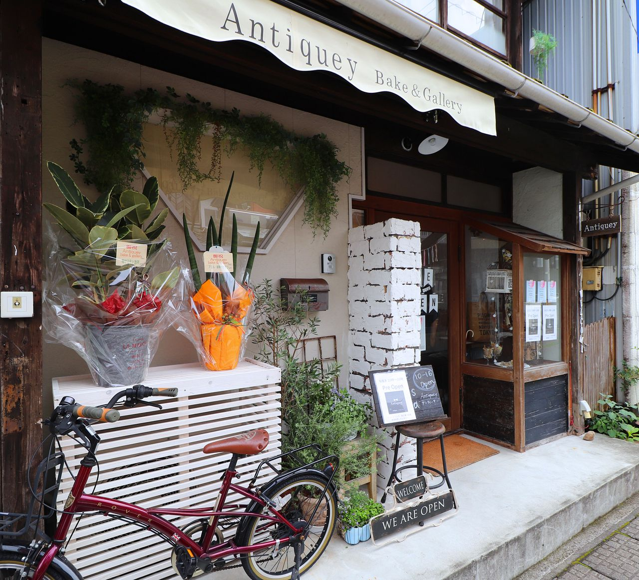 四万十市中村一条通に新しくオープンしたアンティークカフェ、アンティーキーベイク&ギャラリー。