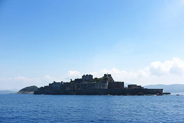 日本最古のRC造マンションのある軍艦島