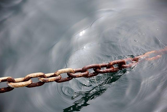 海水によって錆びたチェーン