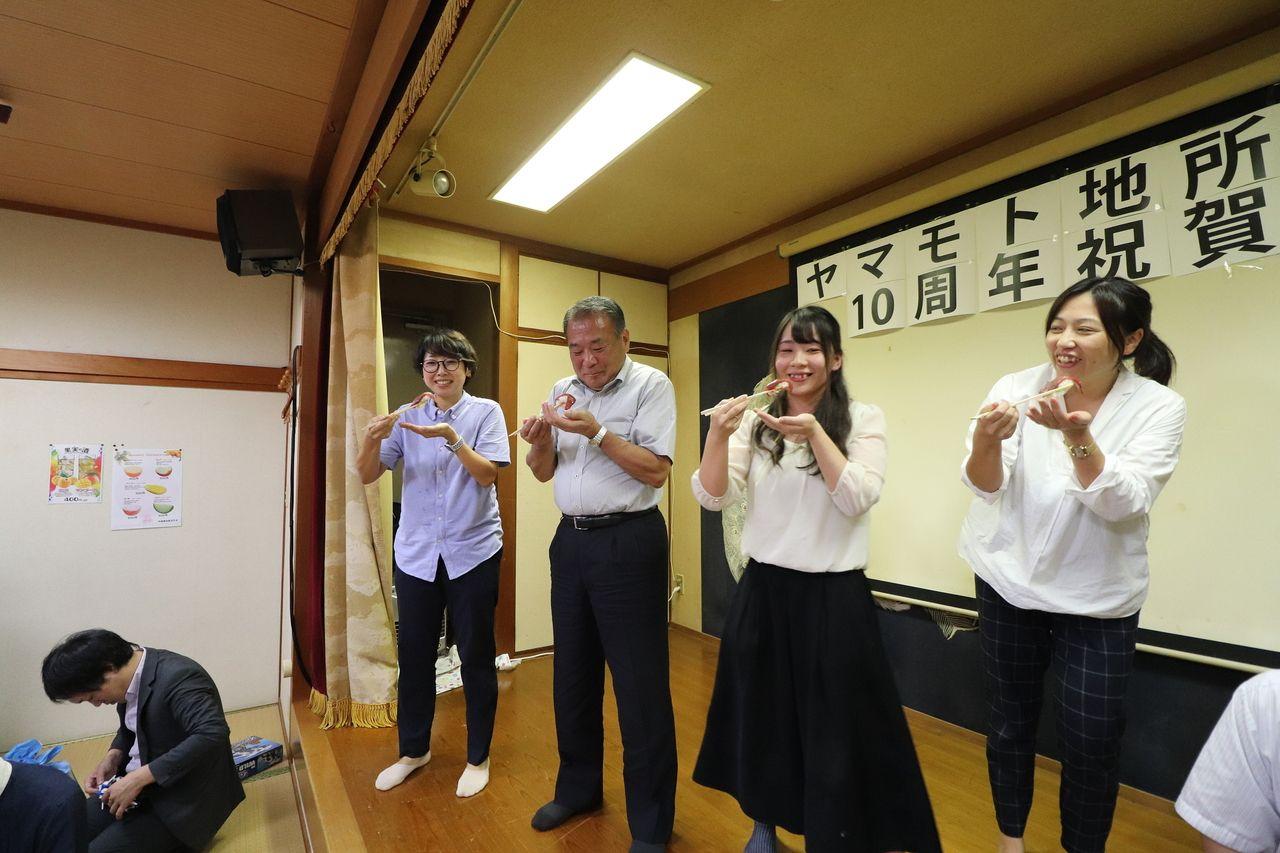 常務、社長、西内さん、昌美さんが食べます。