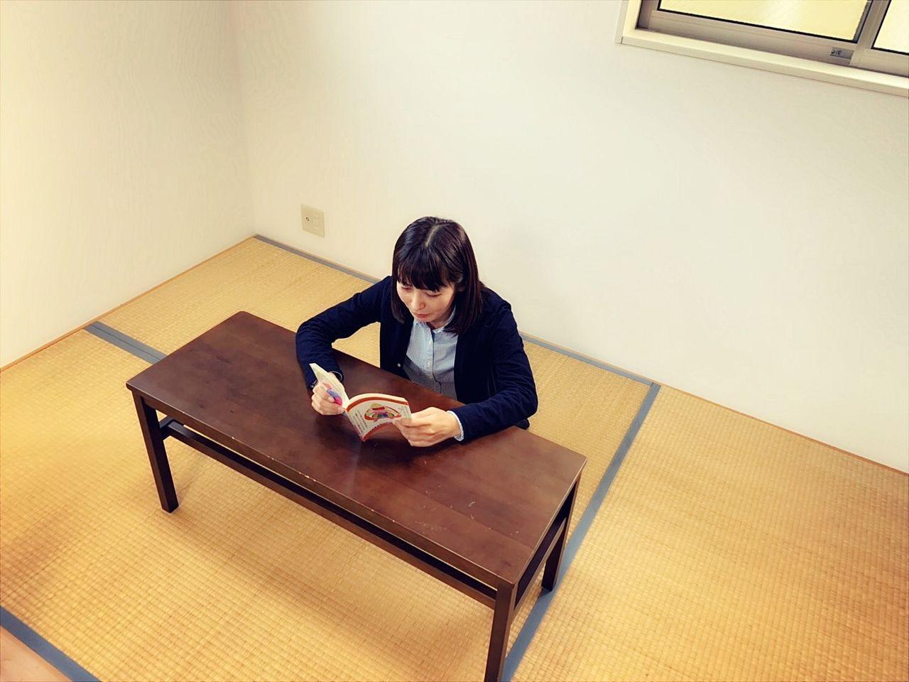 和室でゆったりと読書